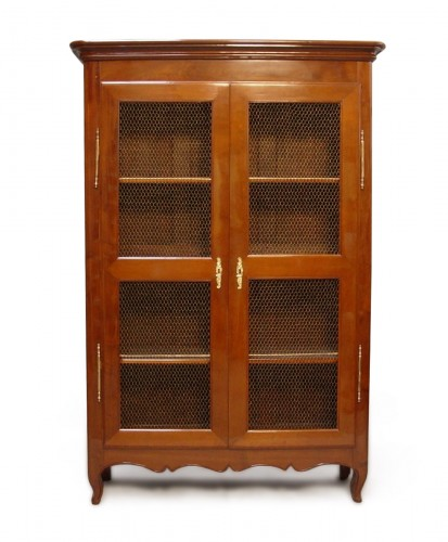 Mahogany bookcase Transition
