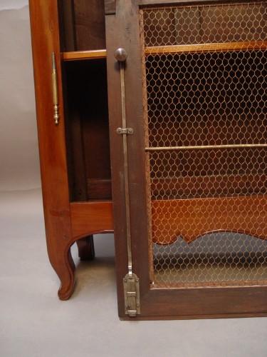18th century - Mahogany bookcase Transition