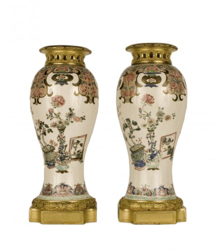 pair of Kang-Hi porcelain vases, gilt bronze mount - Louis XVI period