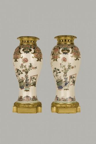 pair of Kang-Hi porcelain vases, gilt bronze mount - Louis XVI period - Porcelain & Faience Style Louis XVI