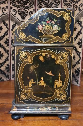- Venetian lacquered  desk - 18th century