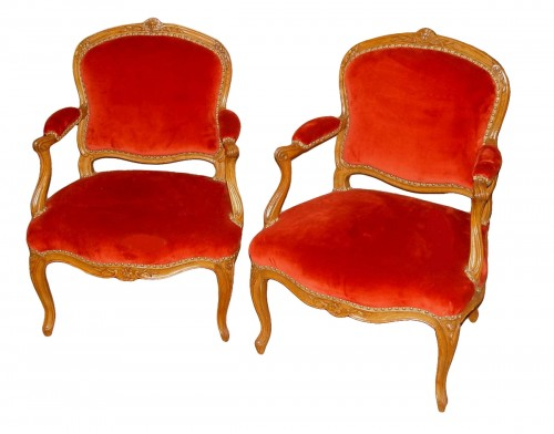 pair of armchairs stamped Saint-Georges