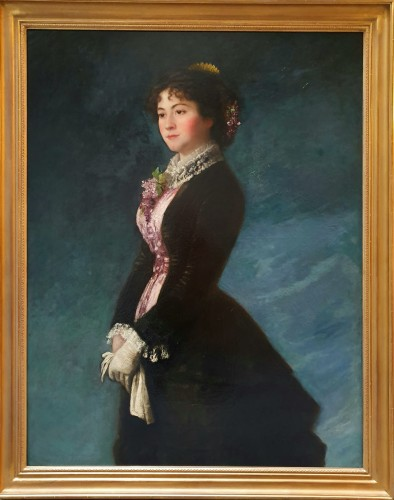 Portrait of a young woman with a mauve bib