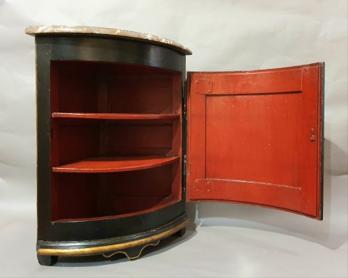 Corner in European varnish in imitation of Japanese lacquers - Furniture Style