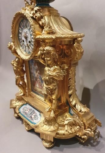 "19th century - so-called ""romantic"" clock adorned with Sèvres porcelain plaque"