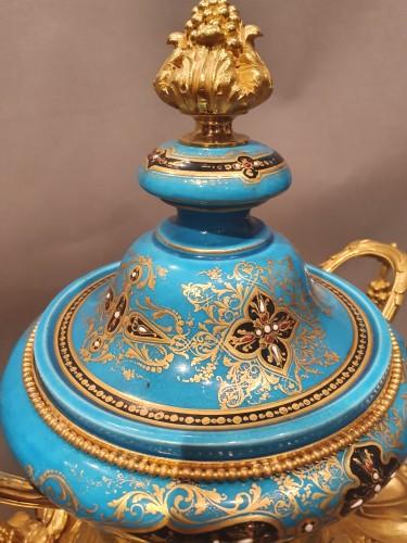 "so-called ""romantic"" clock adorned with Sèvres porcelain plaque - Napoléon III"
