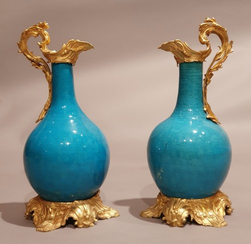 pair of Chinese blue porcelain Kangxi period ewers, bronze 19th century - Decorative Objects Style