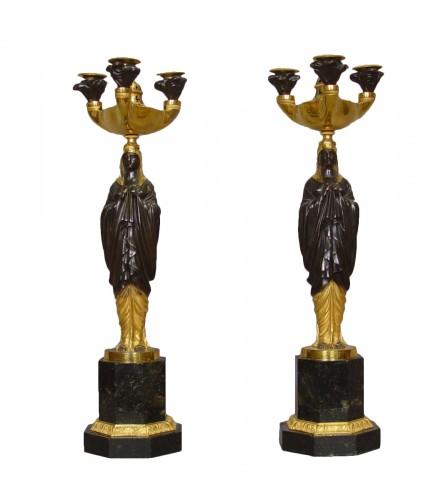 Paire de candélabres aux vestales attribuée à Galle - 19e siècle