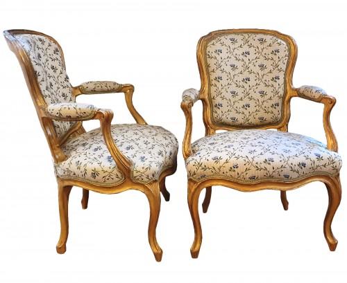 Paire de cabriolets en bois doré attribués à Courtois - Epoque Louis XV