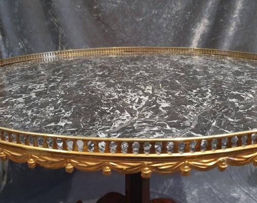 Mahogany pedestal table stamped N. Petit - Directoire