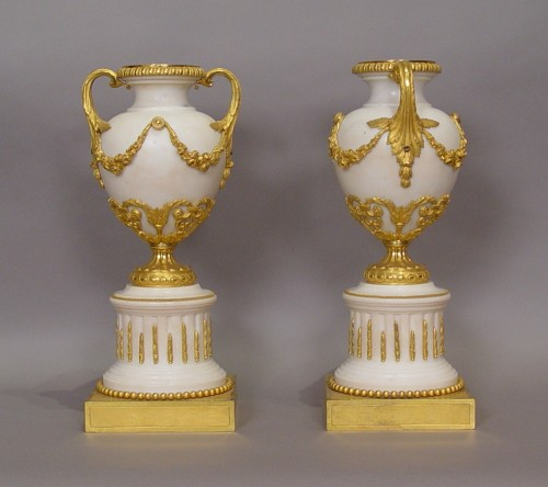 Pair of fine white marble and gilt bronze vases from the Louis XVI period - Decorative Objects Style Louis XVI