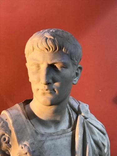 Sculpture  - Buste en marbre représentant Caligula