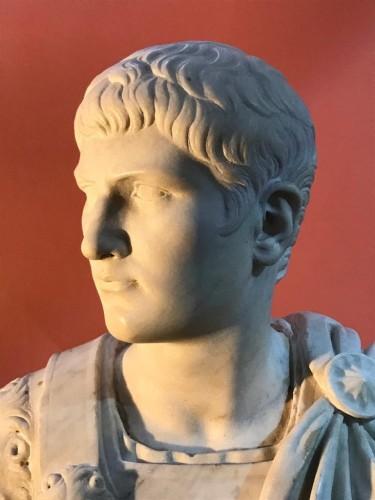 Antiquités - Buste en marbre représentant Caligula