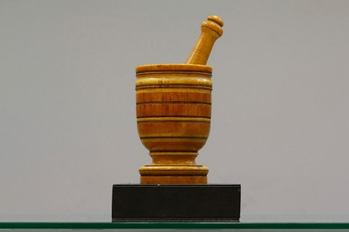 Indo-Portuguese Ivory mortar of the 17 th century - Curiosities Style Transition