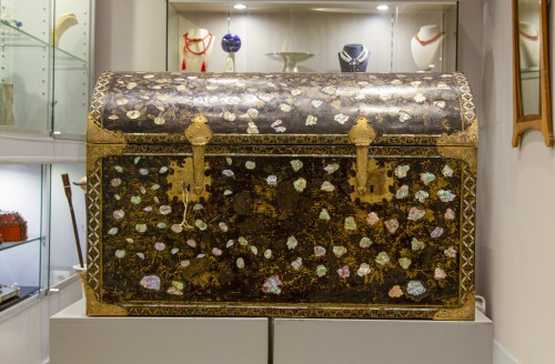 Asian Works of Art  - Namban chest in black lacquered wood and inlaid with mother of pearl