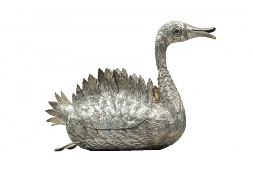 """Table centerpiece """"Swan""""  in silver, goldsmith brand by Manuel Alcino (1936-1987)"""