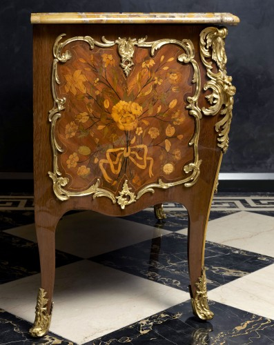 Furniture  - An important Louis XV commode by Pierre Fléchy
