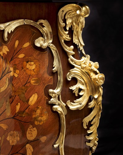 An important Louis XV commode by Pierre Fléchy -
