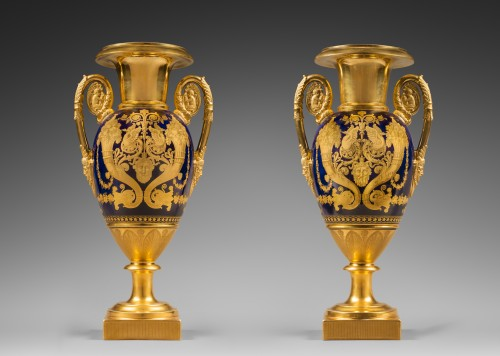 A pair of Restauration gilt and polychrome two-handled vases - Porcelain & Faience Style Restauration - Charles X