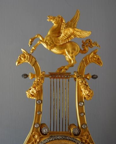 A Louis XVI lyre clock, signed by Manière à Paris - Horology Style Louis XVI