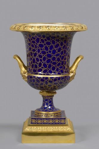 A Louis XVI Sèvres porcelain Medici vase with Empire mounts - Decorative Objects Style Louis XVI
