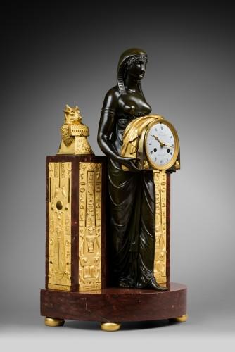 An Empire Pendule 'à l'Égyptienne' by Mesnil à Paris - Horology Style Empire
