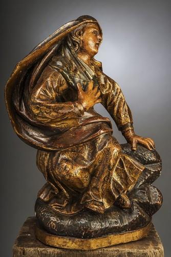 Sculpture  - Madone au pied de la croix
