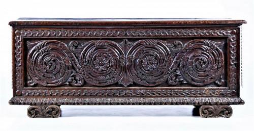 Carved valnut Chest, Renaissance italian of 16th century - Furniture Style Renaissance