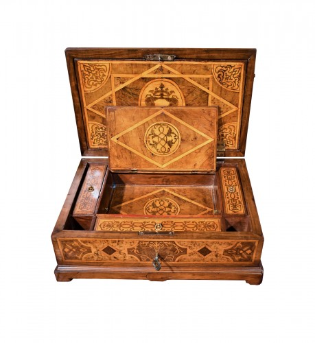 Travel box Louis XIV early years of XVIIIth century
