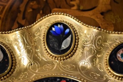"19th century - Plate of gild bronze and ""Pietre Dure"", Souvenir de ""Grand Tour"""