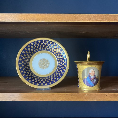 19th century - A Paris porcelain cup and saucer  With portrait of King Louis XVIII