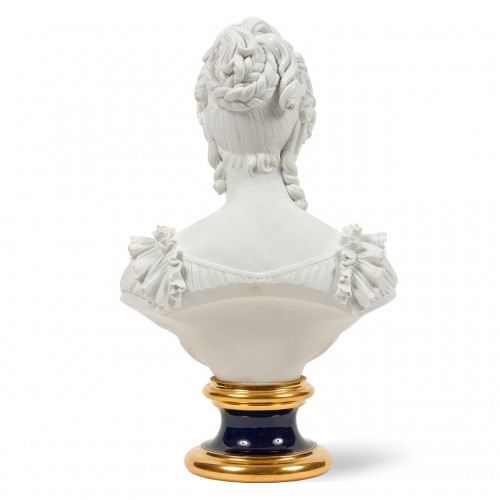 Bust representing the Duchess of Angoulême Sèvres biscuit Charles X period - Porcelain & Faience Style Restauration - Charles X