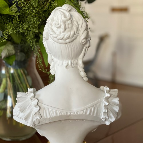 Porcelain & Faience  - Bust representing the Duchess of Angoulême Sèvres biscuit Charles X period