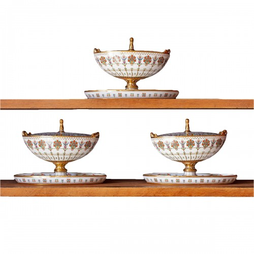 Rare set of 3 Sèvres sugar bowls from the service Mauresque dated 1835