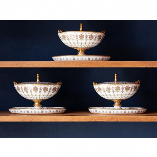 Porcelain & Faience  - Rare set of 3 Sèvres sugar bowls from the service Mauresque dated 1835