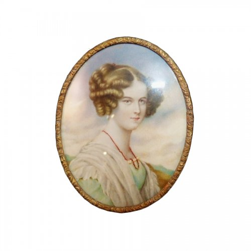 Miniature on ivory woman to the coral necklace