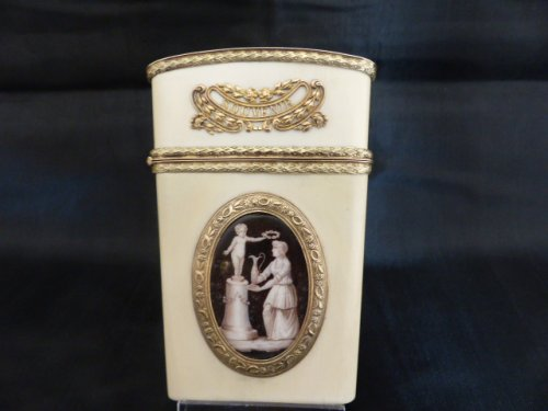 18 th century, ivory and gold necessaire carnet de bal