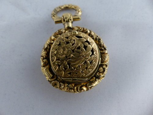 Vinaigrette pendant scent bottle gold