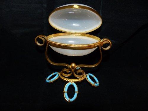 Napoléon III -  opaline and gilded bronze egg