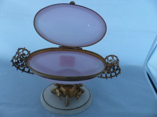 Objects of Vertu  - Napoleon III pink opaline egg