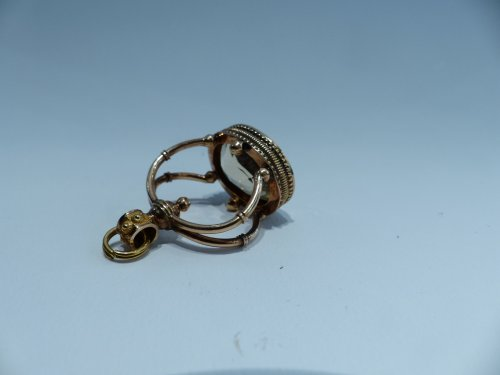 Objects of Vertu  - Seal, gold and citrine pendant, French Restauration period