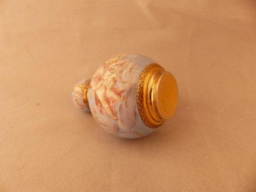 Bottle of perfume in enamel and vermeil -