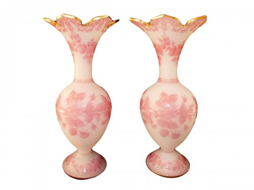Pair of vases in opaline and frosted crystal rose from Baccarat