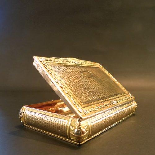 Box color gold Snuffbox