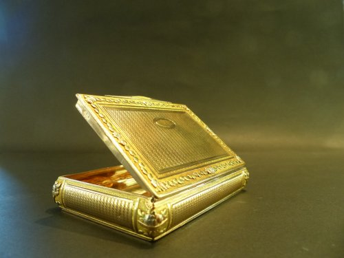 18th century - Box color gold Snuffbox