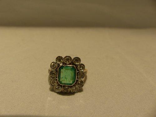 Antique Jewellery  - Ring yellow gold, Platinum, naturel emerald and diamonds