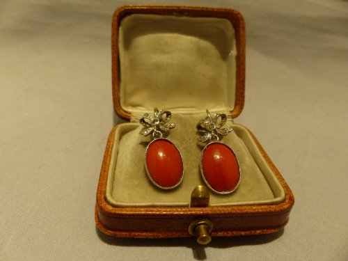 Antique Jewellery  - Earrings in gold, coral and diamonds