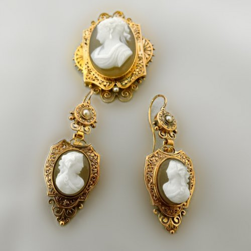 Cameos and gold finery,  Napoleon III period