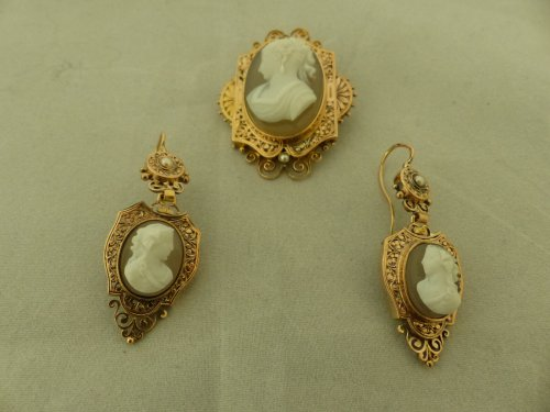 Cameos and gold finery,  Napoleon III period - Antique Jewellery Style Napoléon III