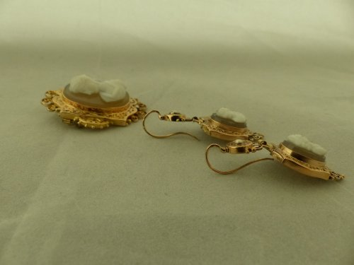 Antique Jewellery  - Cameos and gold finery,  Napoleon III period